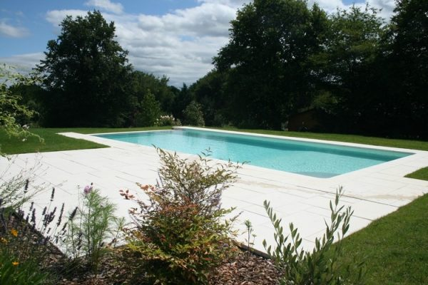 Les piscines et spas par Perret Paysage à Tournus